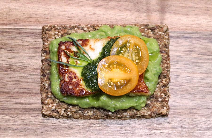 Avocado Crispbread - Halloumi, Pipicha, Chimichurri, Tomatoes - 900 pixels