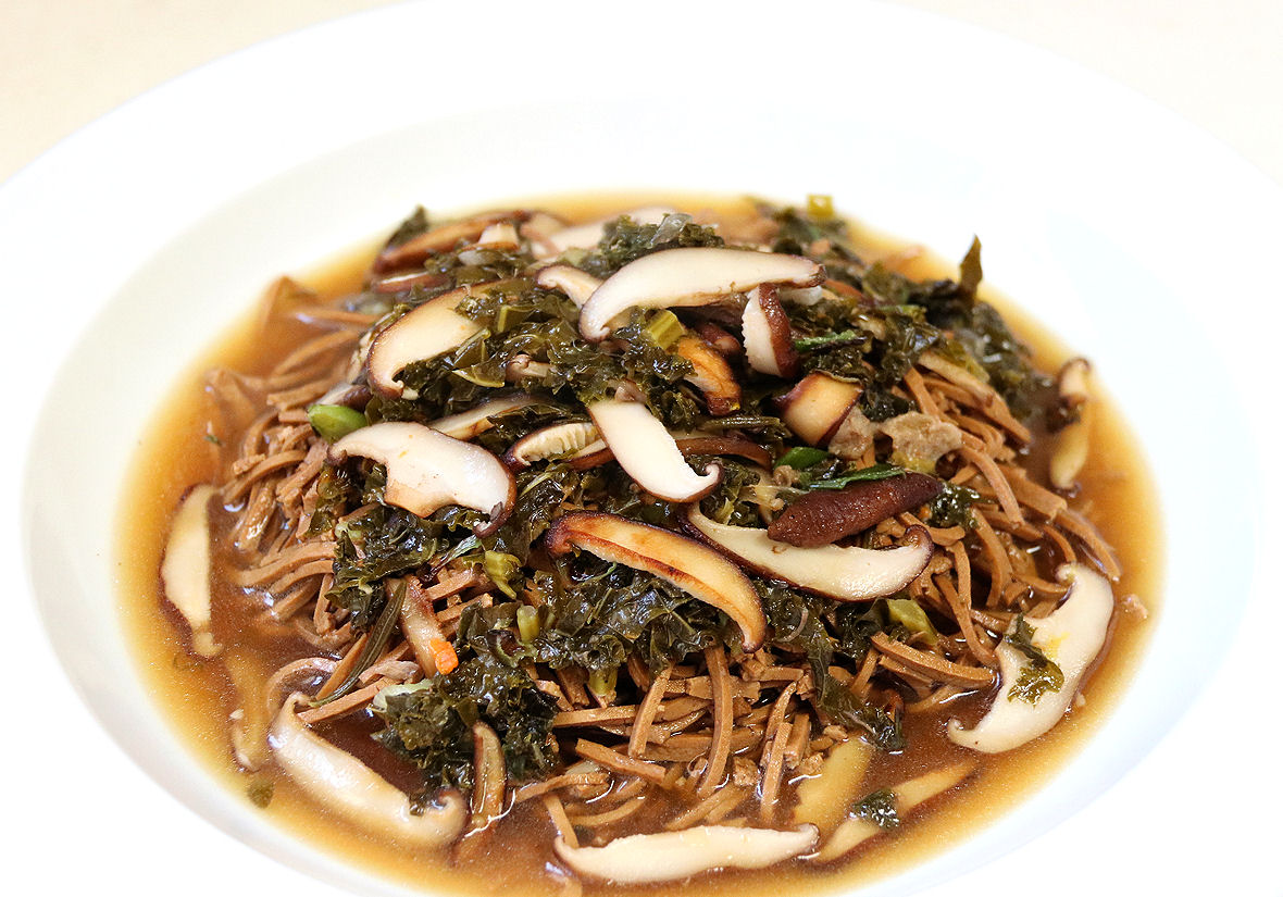 Shredded Spiced Tofu Noodles - Broth, Shiitake, Kale, Scallion, Carrot, Ginger - IMG_4506